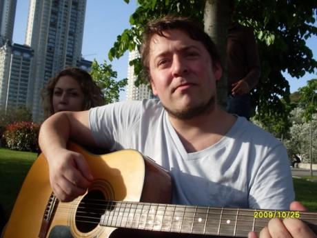 @guspatagonico le puso música al asunto | Foto: @adrybustamante